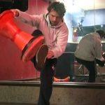 ドイツ発祥で、専用の椅子を使い、いかにカッコよく座るかということを競う【HOCKERN】のルール、費用、必要な道具など